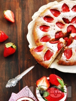 Пухкав вкусен сладкиш с ягоди (кекс с ягоди) - снимка на рецептата